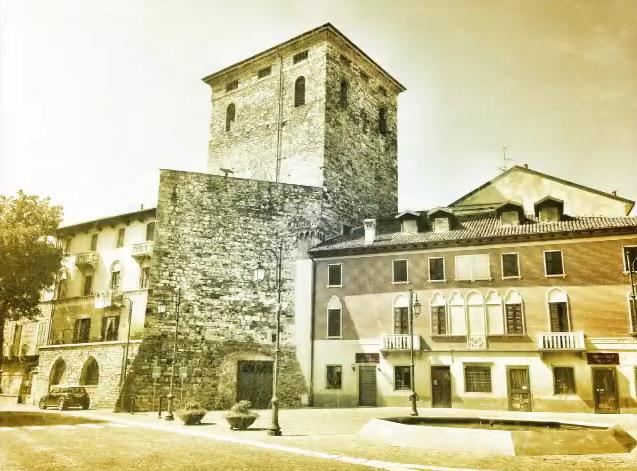 Castello di Brivio by: Red-made